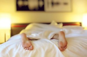 how to wake up without hitting snooze button and look forward to the day